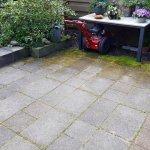 Onkruid verwijderen achtertuin tegels